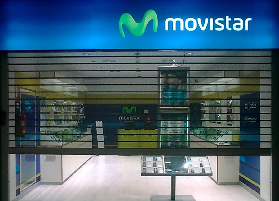 Rotulo luminoso de tienda Movistar en mateoRotulos