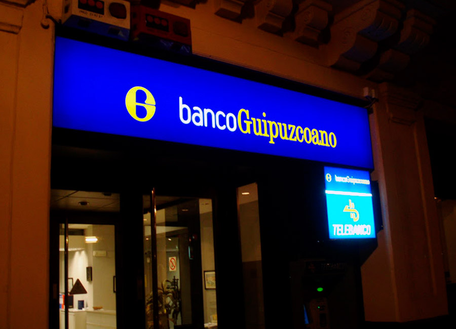 Rotulo luminoso Banco Guipuzcoano en mateoRotulos