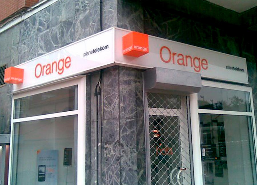 Rotulo Luminoso de la tienda orange en mateoRotulos